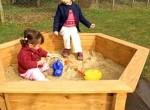 Малыш и песочница
